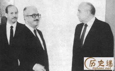 前苏联总统戈尔巴乔夫进行外交斡旋