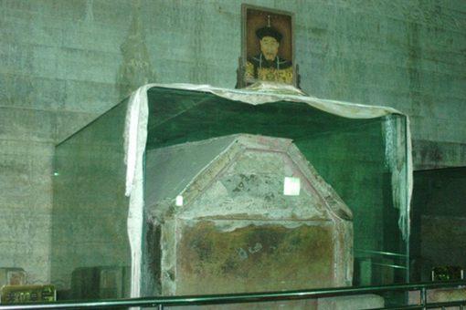 乾隆棺椁两次顶门是怎么回事 揭秘乾隆棺椁顶门之谜